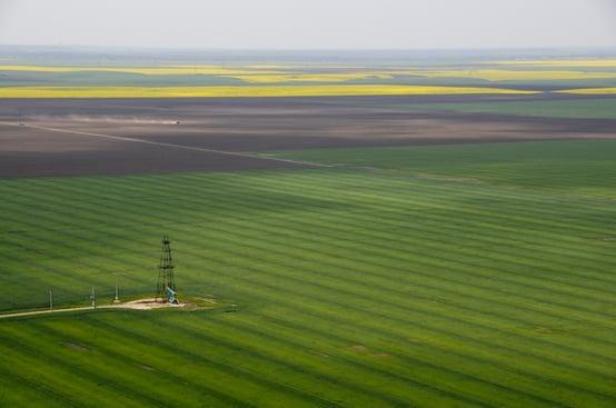 oil_derrick_field